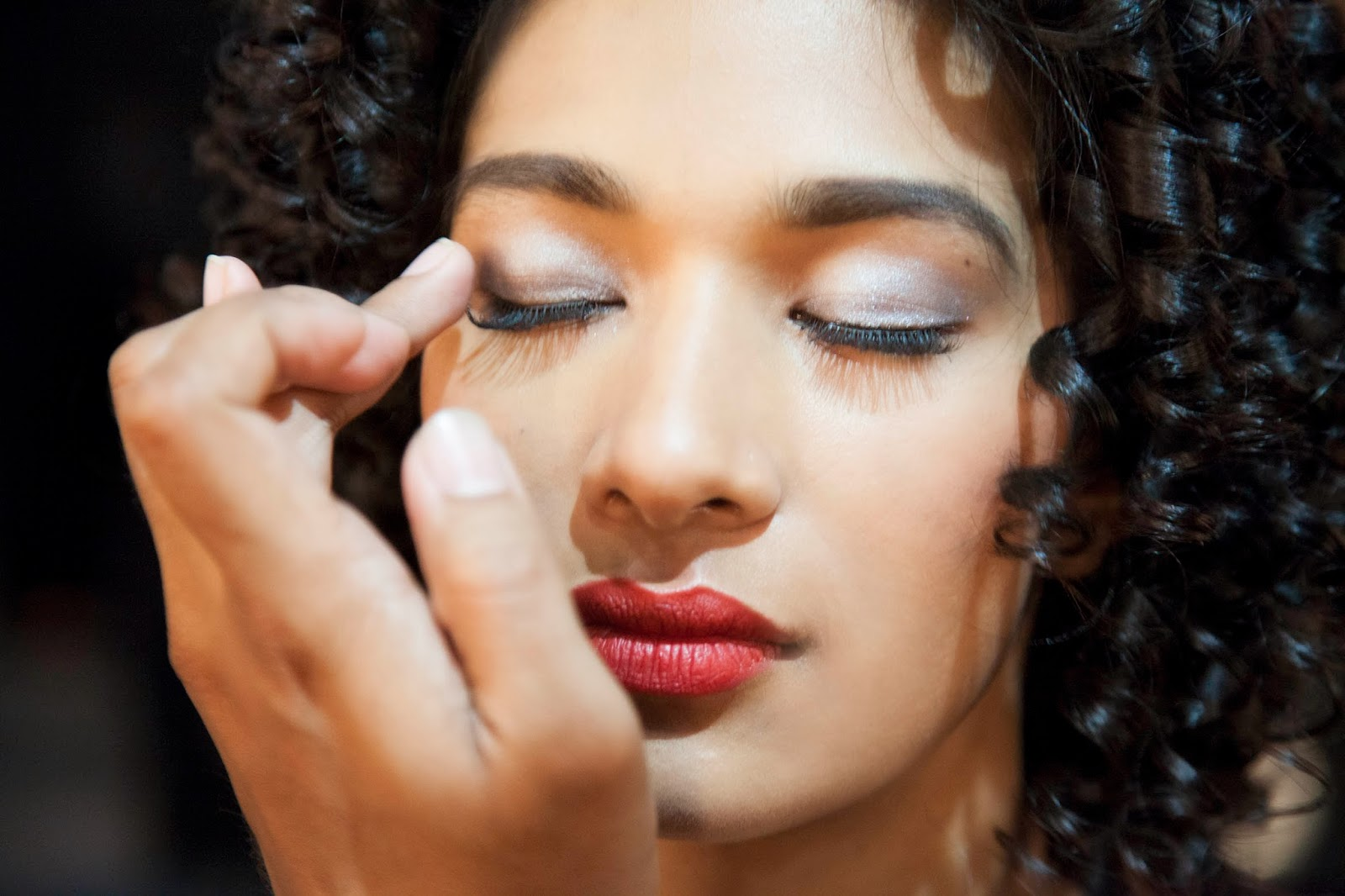 Make-up Essential Tips for Summers