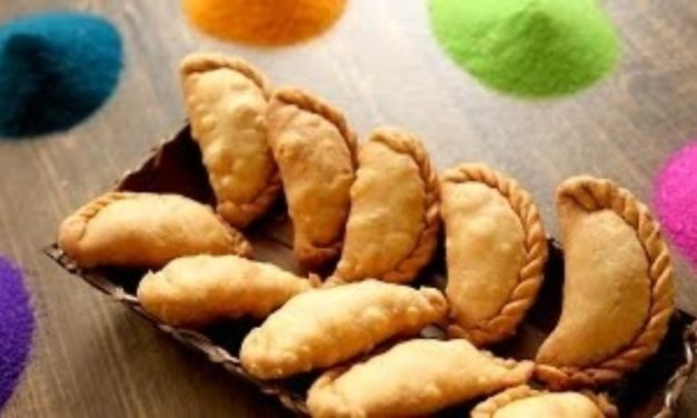 Celebrate Holi with these Mouth-Watering Gujiyas